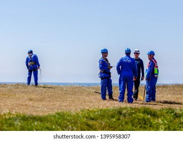Eastbourne, Sussex, UK. 12th May 2019.  Coastguard crews set up a rope rescue line at Beachy Head