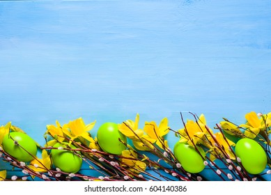 Easter background with eggs and daffodils
