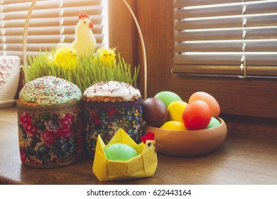 Easter cakes and painted eggs