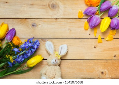 Easter decorations, Easter Bunny and flowers on wood