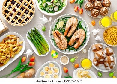 Osterfest mit Lachs, Spargel, Salat, Kartoffel, Muffins und Beerenkuchen