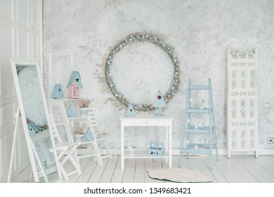 Easter Holiday Interior Blank Wreath Background. Happy Celebration in Elegant Blue Pastel Studio Decor. Traditional Rabbit Style Room. Empty Horizontal Shabby Wall Copy Space. Decorative Wooden Ladder