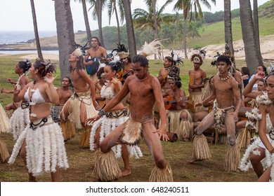 EASTER ISLAND - MARCH 27:  Polynesian folkloric show with dancing and traditional costume at Anakena beach, Easter Island aka Rapa Nui, Chile on March 27, 2007. Puku Rangi Tea Cultural Ballet
