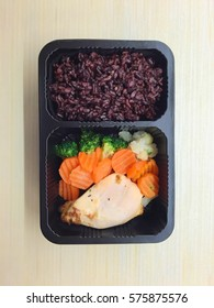 Easy breakfast,Rice berry & Salt bake chicken with carrot and broccoli.