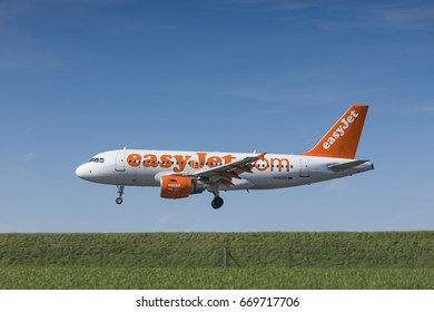 easyJet Airbus A319 registration G-EZED landing on April 9th 2017 at London Luton Airport, Bedfordshire, UK