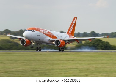easyJet Airbus A320 landing in the evening of August 5th 2016 at London Luton Airport, Bedfordshire, UK