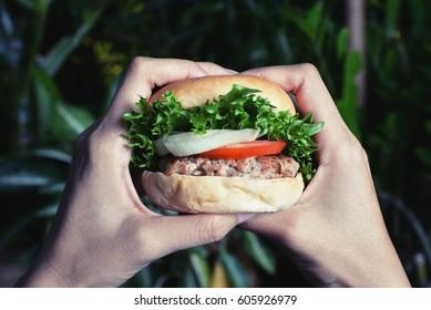 eat hamburger on night