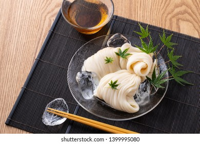 Eat Japanese fine white noodles