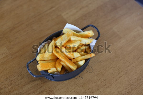 eat potato fries on the table