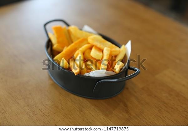 eat potato fries on the table