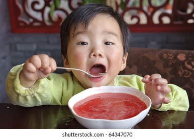 eating baby to drink soup