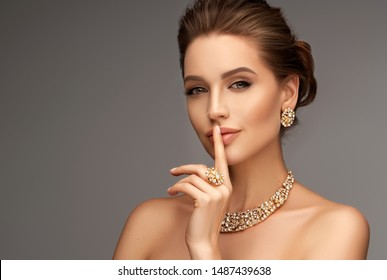 eautiful girl with set jewelry .   Woman in a necklace with a ring, earrings and a bracelet. Beauty and accessories.