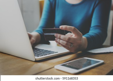 E-banking Payment Financial Connection Laptop