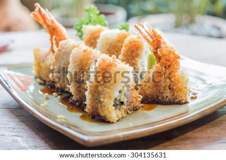 photo de stock de ebi tempura maki fried prawn sushi (modifier