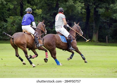 EBREICHSDORF, AUSTRIA - SEPTEMBER 10: Unidentified horsemen by European Polo Championship 2010 on play ground of castle Ebreichsdorf in Lower Austria, on September 10, 2010, in Ebreichsdorf, Austria