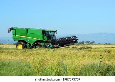 EBRO DELTA, CATALONIA, SPAIN - SEPTEMBER 9, 2020: John Deere s790i combine harvester parked in the rice fields of the Ebro Delta during the annual rice harvest.