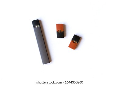 E-cigarette nicotine vaping device with two unused pods