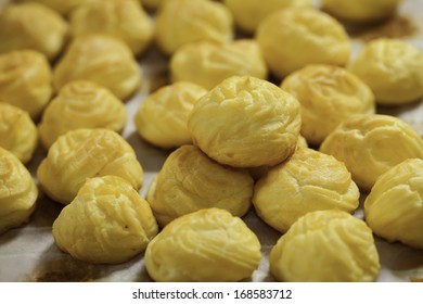 Eclair bakery pastry sweets yellow