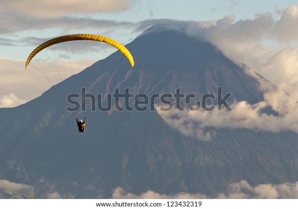 ecuador sports tungurahua volcano extreme attraction paragliding paragliding over tungurahua eruption in ecuador overlooking sight ecuador sports tungurahua volcano extreme attraction paragliding trag