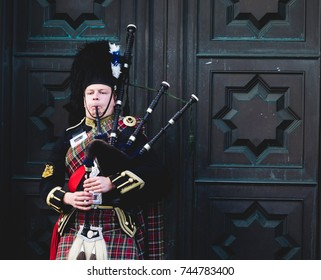 Edimburgh, Scotland. October 22, 2017. Scottish man dressed in traditional clothes and playing bagpipes in the streets