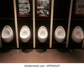 EDINBURG, SCOZIA - AUGUST 14, 2017 - public sanitation for men, in the Scottish pub in England