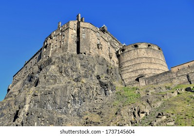 Edinburgh Castle rock, looking up to this magnificent 12th century castle and military fortress made of stone. Sitting in the centre of Edinburgh City. Edinburgh City, Scotland UK. may 2020