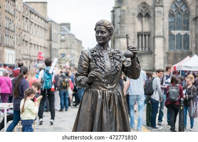 Edinburgh, Scotland - 23 August 2016 : Street Entertainer at Royal Miles. In The Edinburgh Festival Fringe, which is hold every August on 23 August 2016 in Edinburgh, United Kingdom