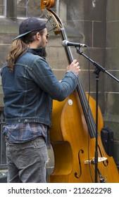 EDINBURGH, SCOTLAND, AUGUST 20, 2014. Musicians playing on the Royal Mile, at Edinburgh Fringe Festival. Wednesday 20 August 2014, Edinburgh, Scotland. UK.