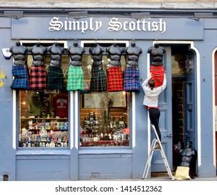 Store Royal Mile Edinburgh Images, Stock Photos & Vectors