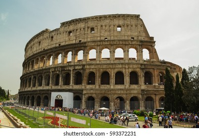 EDITORIAL: COLOSSEUM ROME ITALY 12 APRIL 2012  - colosseum in Rome italy spring time people