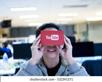 Editorial shot. Bangkok Thailand ,DEC 2016  a man  enjoy youtube video 360 virtual reality experience with google cardboard