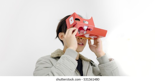 Editorial shot at Thailand , Dec 2016  : user trying youtube video 360/VR with cardboard from google