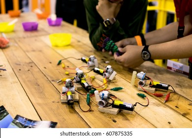 Education circuit and motor activity. Tinkering area with batteries, motor dc and trash robot