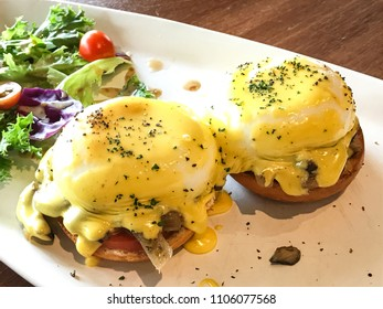 Egg benedict with side salad
