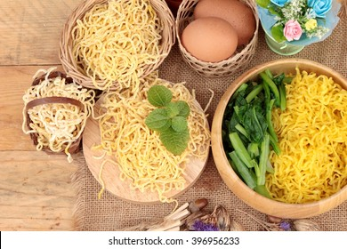 Egg noodles and raw noodle