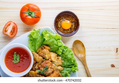 egg steam with fried and saucechilli, lettuce and tomato on table