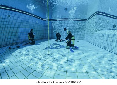 Egypt, Sharm El Sheikh; 02/03/2002, scuba divers training in a swimming pool - EDITORIAL (FILM SCAN)