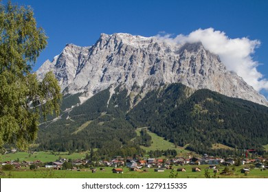 Ehrwald is the main town of the popular holiday area Zugspitzarena and is located in front of the mighty Zugspitze Massif