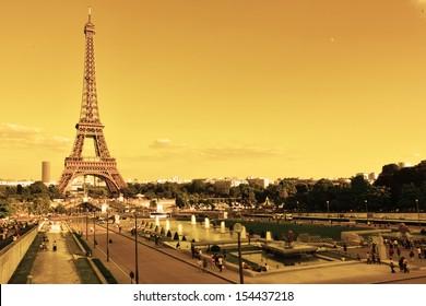 Eiffel , Paris