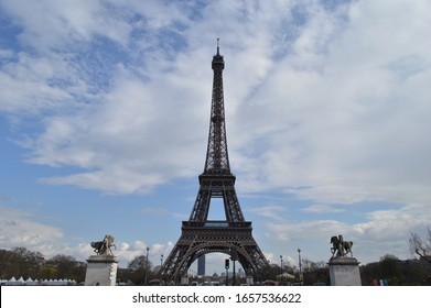 Eiffel Tower during the day.