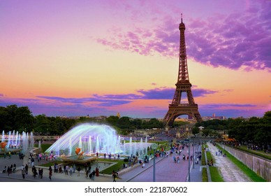 Eiffel Tower and fountain at Jardins du Trocadero at sunset, Paris, France