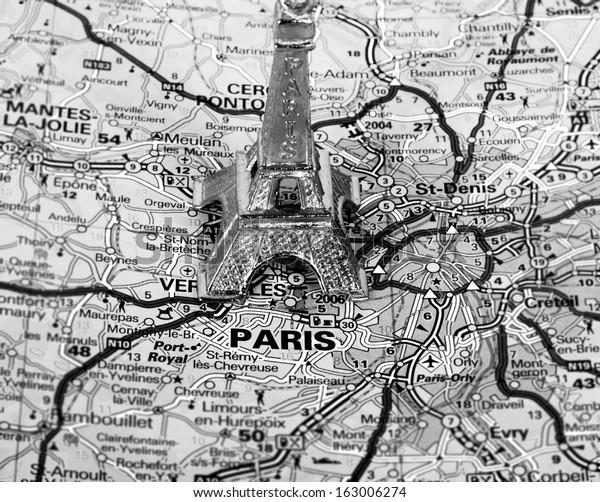 Eiffel Tower On Map Paris Short Stockfoto (Jetzt bearbeiten ...