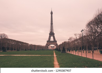 eiffel tower paris france landmark tourist attraction
