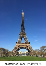 Eiffel Tower under blue sky.