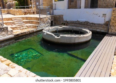 ein mabua-israel. 14-06-2021. A large and beautiful pool of clear water In the middle of the desert in the Jerusalem area - called Ein Mabua