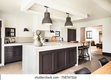 Tavoli Da Cucina Design.Immagini Foto Stock E Grafica Vettoriale A Tema Tavolo Da Cucina