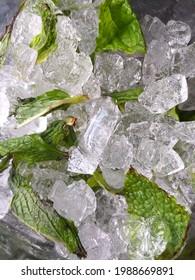 Eis frash sommer green tee - Shutterstock ID 1988669891