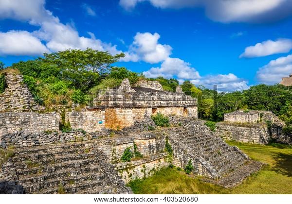 Sitio Arqueológico Maya Ek Balam. Antiguas pirámides y ruinas mayas, Península de Yucatán, México.