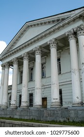 """Ekaterinburg, Russia - May 18, 2006: City palace of children and youth creativity """"Endowments and technologies"""". Kharitonov-Rastorguyev' estate of the beginning of the 19th century"""