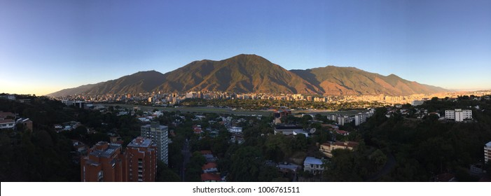 El Avila. An old great mountain that surrounds the city of Caracas, Venezuela. It protects and makes it great. Captured in its entirety, with an excellent mix of colors. Incredible landscape.